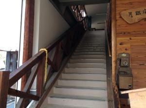 向かって左の階段を上がってください★